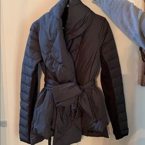 LIKE NEW LuluLemon Puffer Jacket Size 6